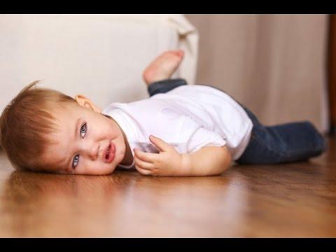Mách mẹ dấu hiệu khi con ngã đập đầu xuống đất nên đi khám