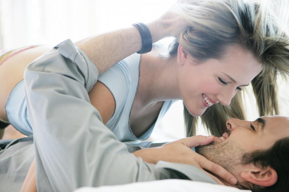 Có dấu hiệu này chứng tỏ đời sống vợ chồng thỏa mãn nhau về chuyện chăn gối