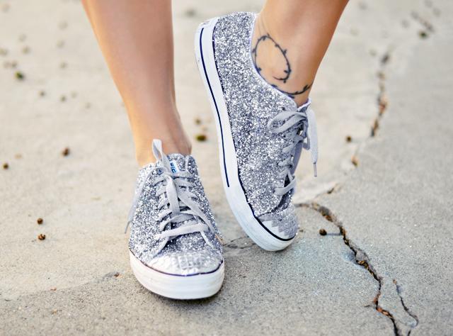 Biến giày sneaker cũ kỹ thành đôi giày lấp lánh, mới tinh 14