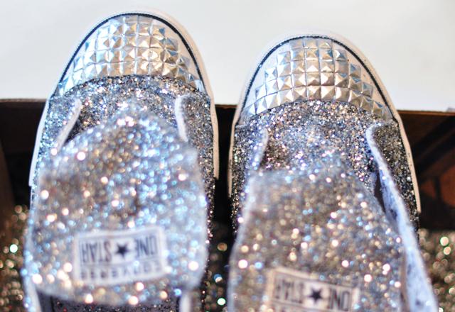 Biến giày sneaker cũ kỹ thành đôi giày lấp lánh, mới tinh 11