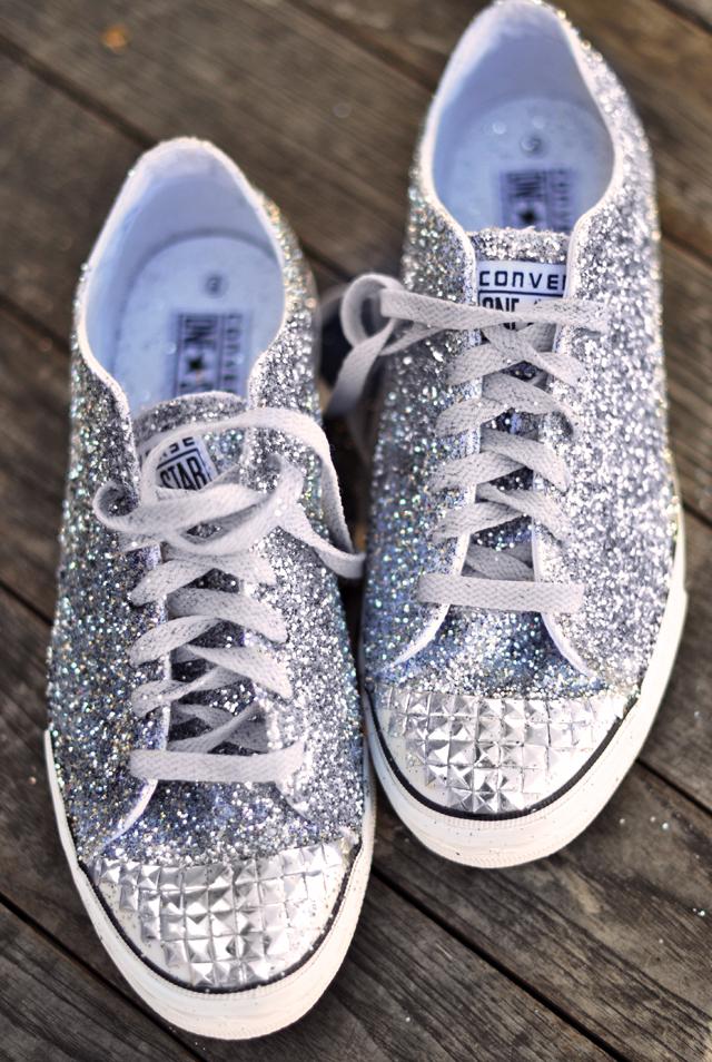 Biến giày sneaker cũ kỹ thành đôi giày lấp lánh, mới tinh 13