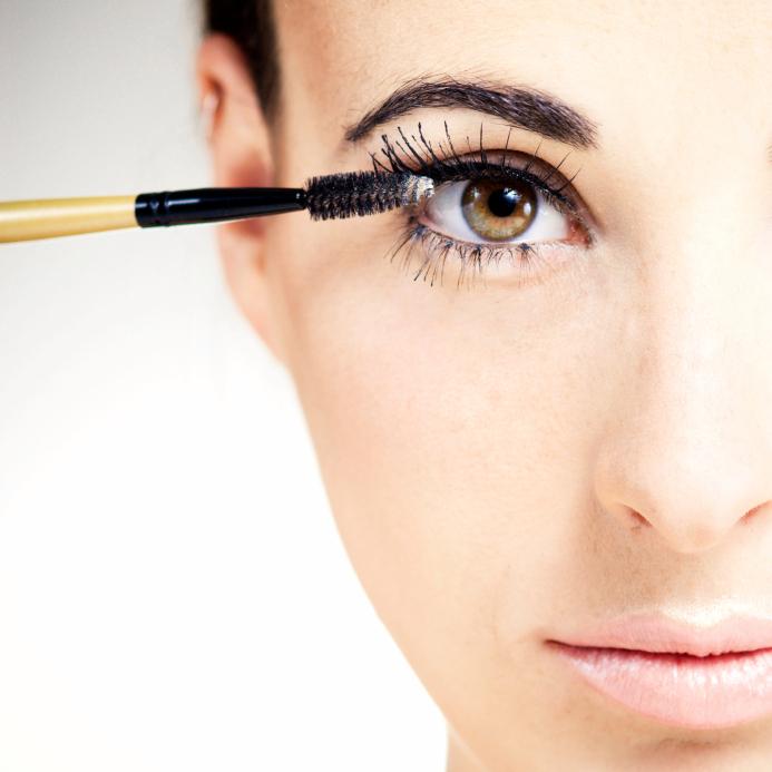 7 cách sử dụng mascara làm cho bạn có làn mi cong hoàn hảo