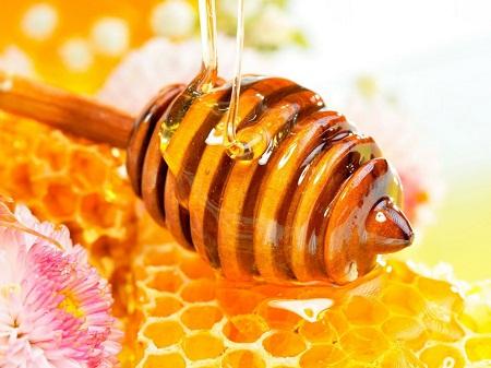Mách bạn cách làm mở vết thâm mụn chỉ bằng khoai tây và mật ong