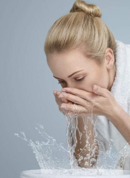 Các thói quen rửa mặt khiến da mặt bị hư tổn nặng nề