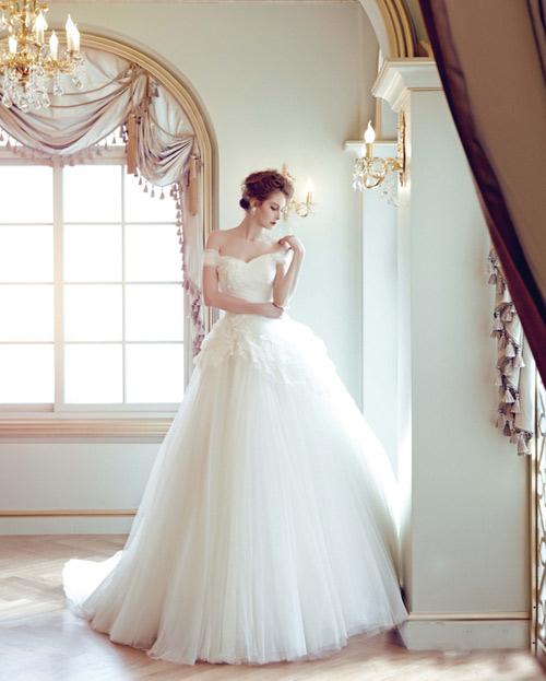 Mách chị em mẫu váy cưới đẹp cho cô dâu thấp bé