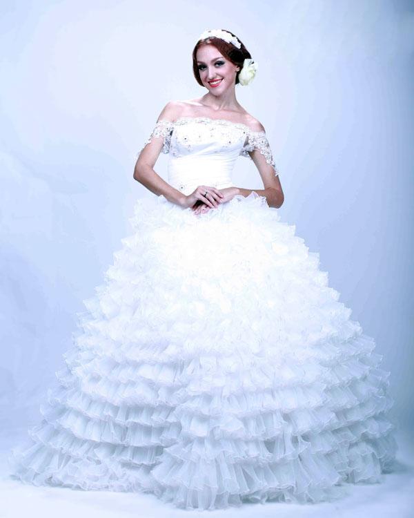 Diện váy cưới sóng nước bồng bềnh giúp cô dâu xinh như công chúa