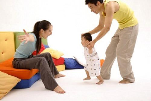 Image result for dạy trẻ tập đi