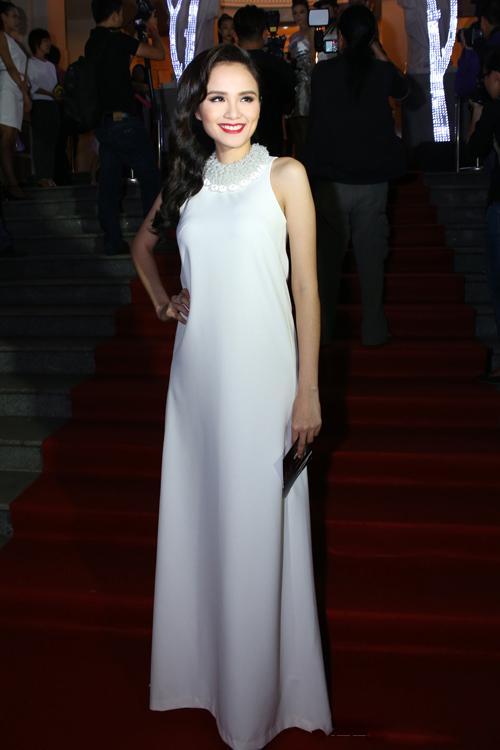 Diện thời trang bầu đẹp như 4 bà bầu Showbiz Việt 14
