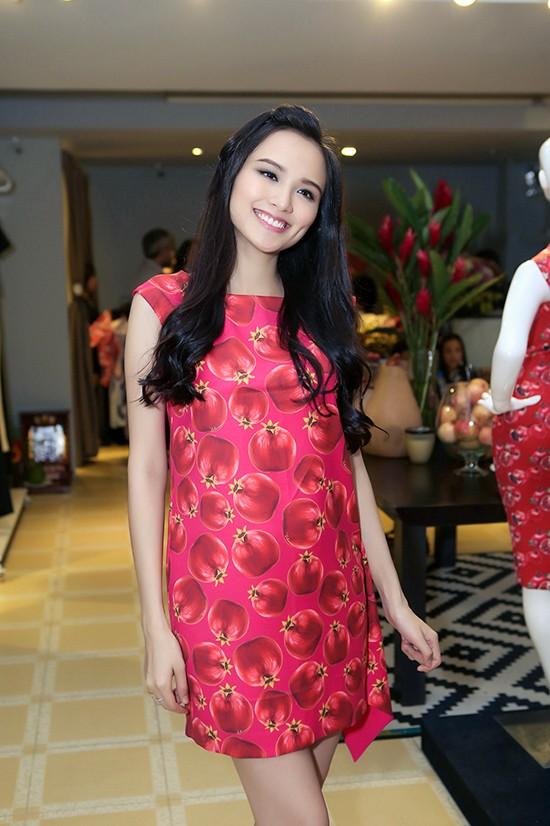 Diện thời trang bầu đẹp như 4 bà bầu Showbiz Việt 16