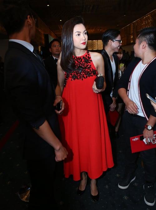 Diện thời trang bầu đẹp như 4 bà bầu Showbiz Việt 4
