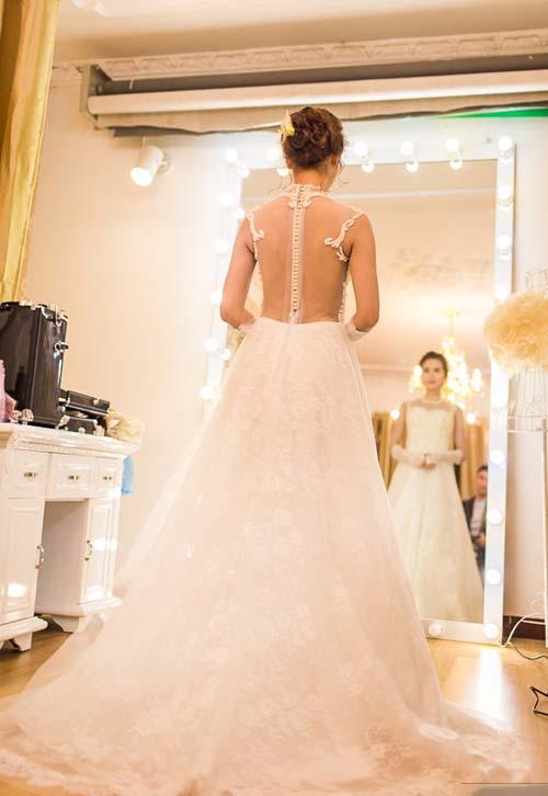 Cùng ngắm bộ váy cưới đẹp lộng lẫy của cô dâu Huyền Lizzie