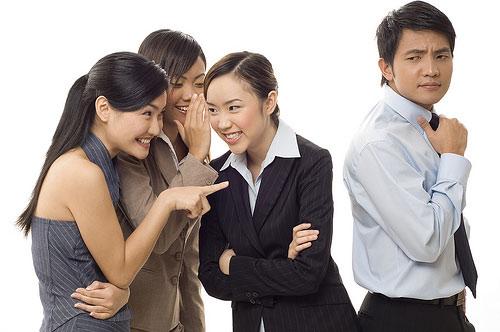 Cách ứng xử khôn khéo khi gặp chuyện thị phi
