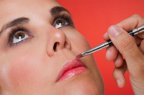 Mách bạn 4 sai lầm khi dùng chì kẻ môi mà chị em nên biết