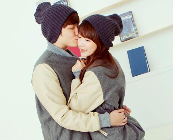 Gợi ý cặp mũ đồi khăn đôi cho bạn đi chơi Valentine 2