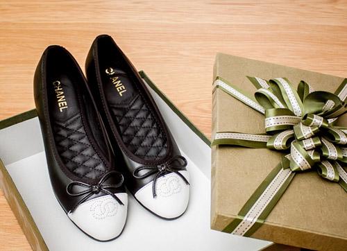 Bạn gái dạo phố ngày hè với giày búp bê Hàn Quốc xinh xắn