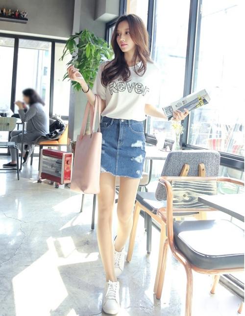 Cách phối đồ với chân váy jean