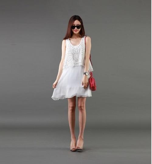 Bạn gái chống nắng ngày hè với váy suông điệu đà