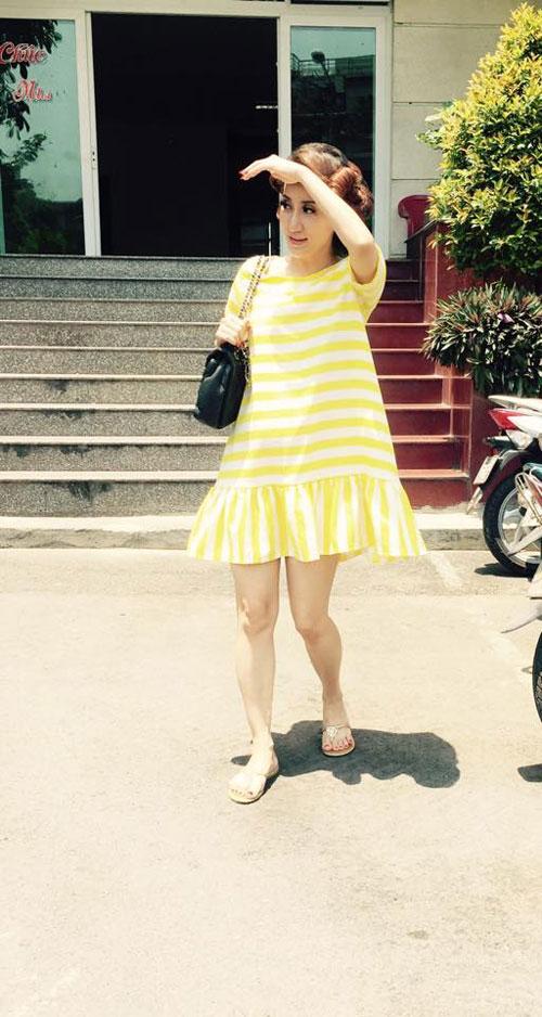 Học Khánh Thi diện thời trang bà bầu cực chất trong ngày hè 7