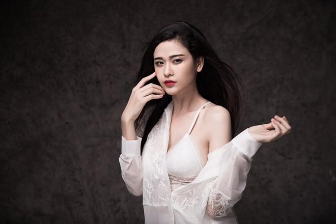 Mốt thời trang khoe nội y cực chất của Trương Quỳnh Anh