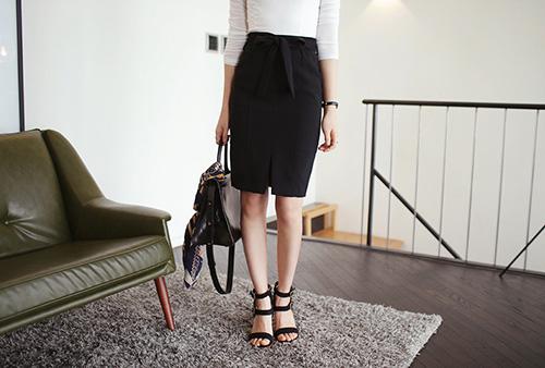 Gợi ý kiểu giày mùa hè cho nàng công sở ăn gian chiều cao