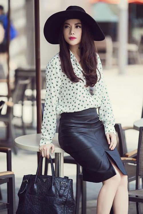 Học sao Việt mặc chân váy da cực đẹp