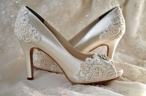 Mách bạn bí quyết chọn giày cưới đẹp cho cô dâu 10