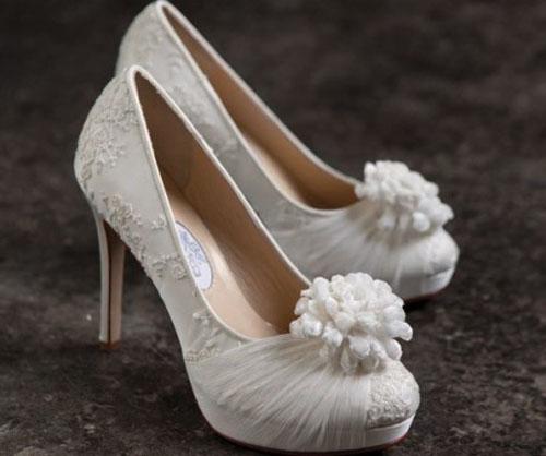 Mách bạn bí quyết chọn giày cưới đẹp cho cô dâu 4