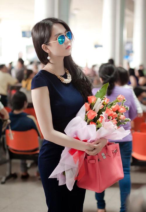 Kính tráng gương sở thích của sao Việt 10