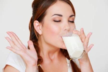 Mách bạn bí quyết để uống sữa mà vẫn giảm cân