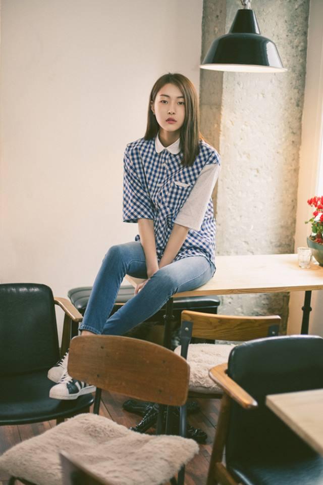 Học các cô gái Hàn cách mặc áo sơ mi sành điệu