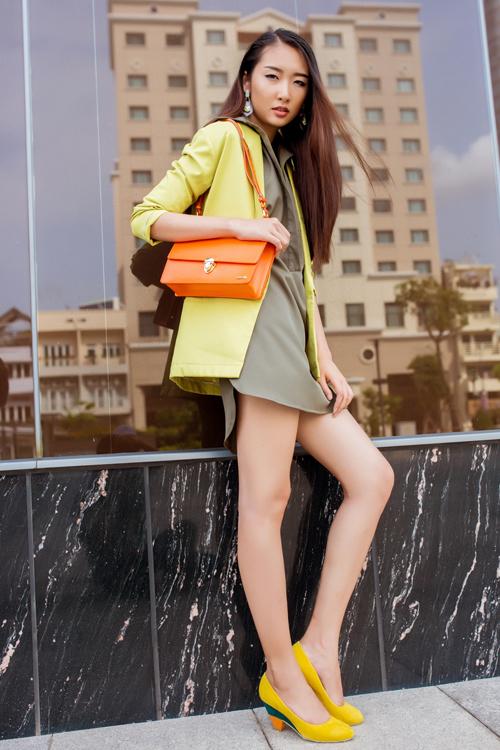Cô nàng công sở phong cách với túi xách mini 5
