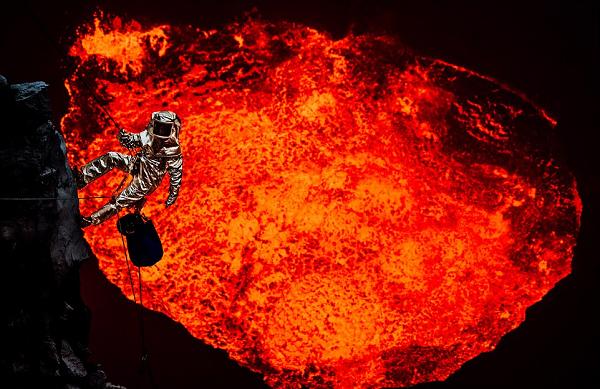 Hành trình thám hiểm miệng núi lửa đầy gian khổ