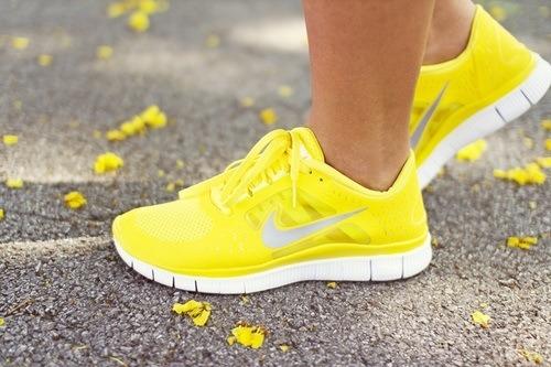 Hè rực rỡ với giày Neon sành điệu 5
