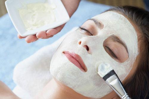Mach bạn công thức đơn giản vừa trị mụn đầu đen vừa tẩy trắng da mặt