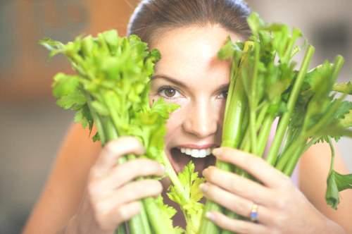 Mách bạn tác dụng làm đẹp tuyệt vời từ rau cần tây