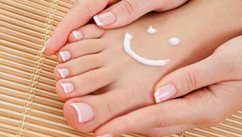 Mách bạn bí quyết xóa vết chai chân chai tay vô cùng đơn giản