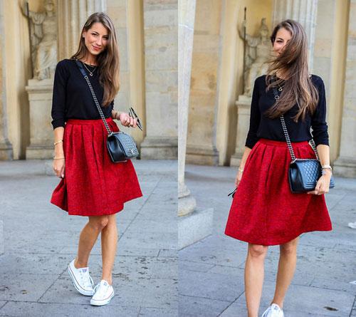 Chân váy đỏ với áo màu đen