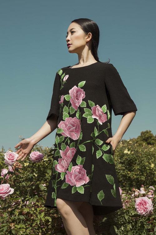 Linh Nga quý phái với váy hoa hồng thêu tay 8