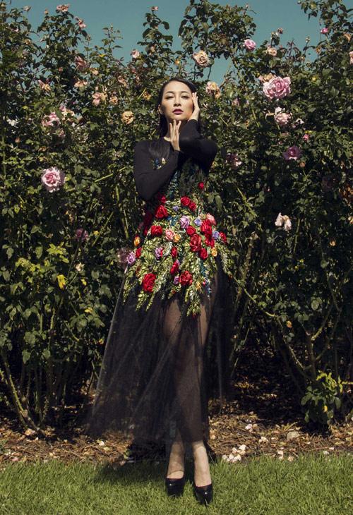 Linh Nga quý phái với váy hoa hồng thêu tay 9