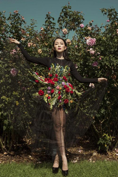 Linh Nga quý phái với váy hoa hồng thêu tay 10