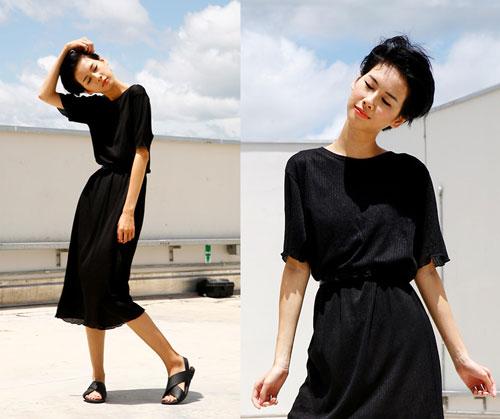 Diện váy đen cực chất cho ngày mưa gió