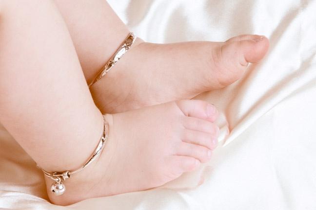 Vạch trần các tác hại khi đeo vòng bạc cho trẻ
