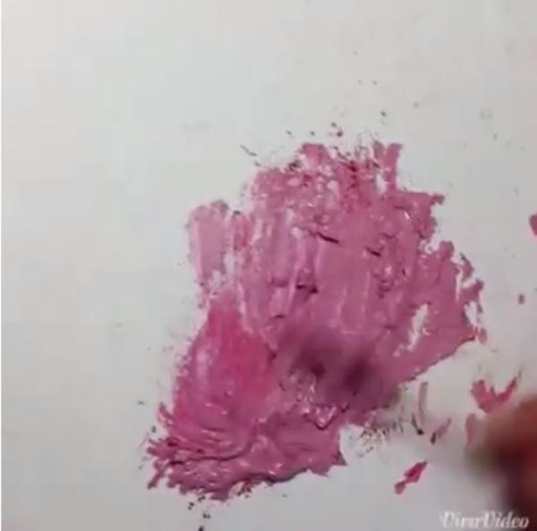 Giật mình với công nghệ làm son handmade từ màu vẽ 2