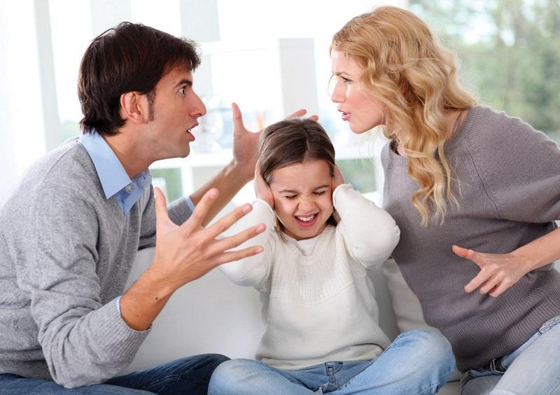 10 câu nói bố mẹ không nên nói trước mặt con