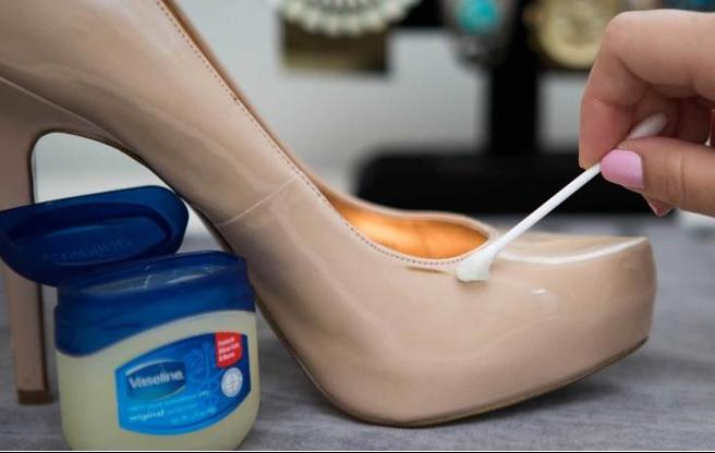 meo bao quan giay dep da nhu moi 2 phunutoday vn(1) - Mẹo hữu ích làm giày dép da bị xước, mốc trông như mới