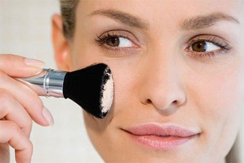 Những lưu ý khi chọn phấn nền để không làm hại da