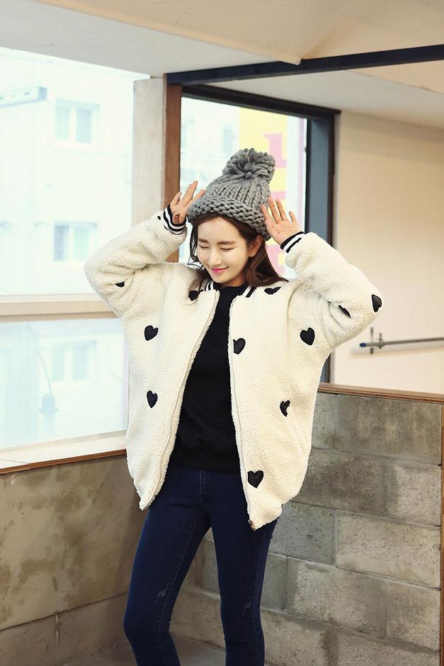 Đông ấm áp với áo lông cừu trẻ trung và sành điệu