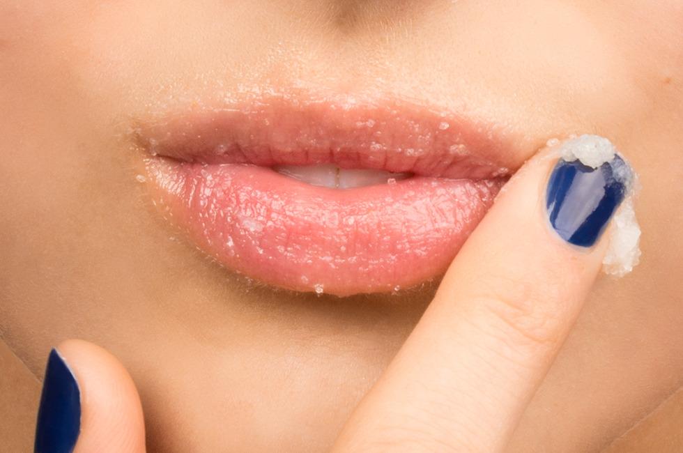 Mách bạn mẹo hay giúp tẩy da chết cho đôi môi trong mùa đông