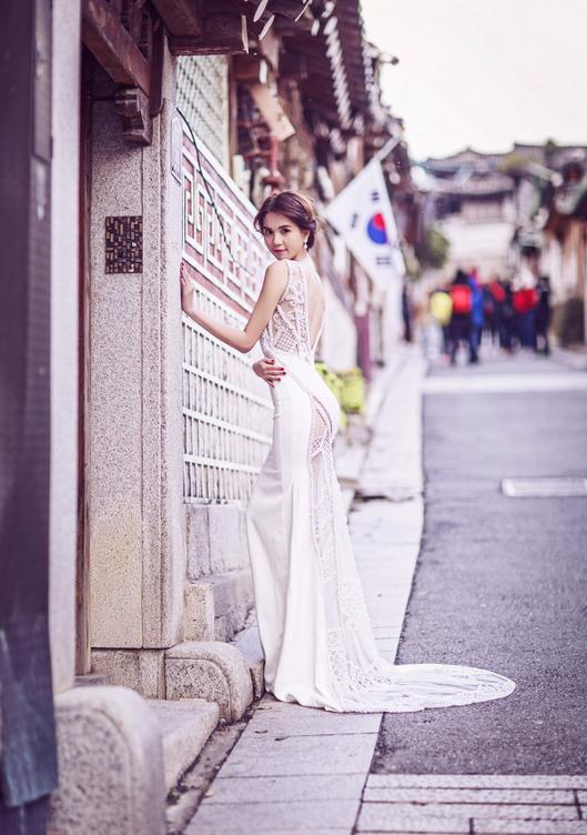 Ngọc Trinh và Linh Chi diện váy cưới sexy khoe vòng 3 căng tròn 2