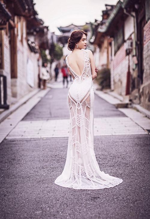 Ngọc Trinh và Linh Chi diện váy cưới sexy khoe vòng 3 căng tròn 4